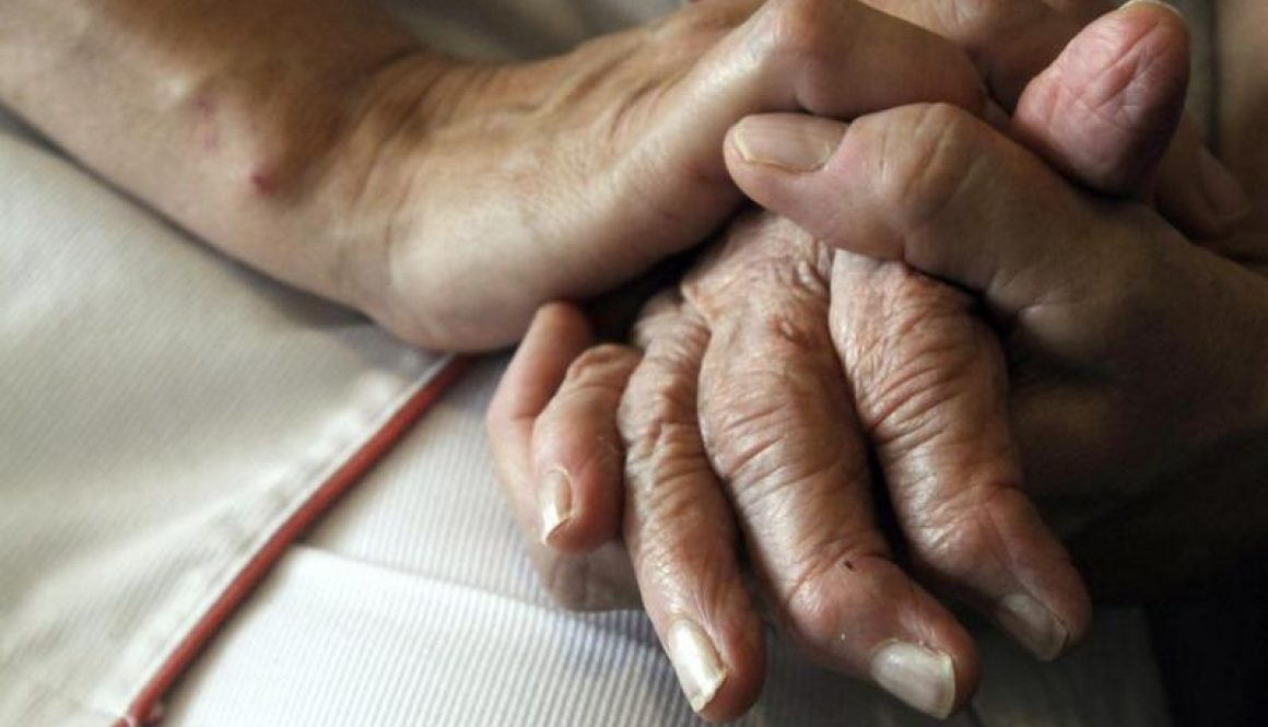 Alzheimer_Hands